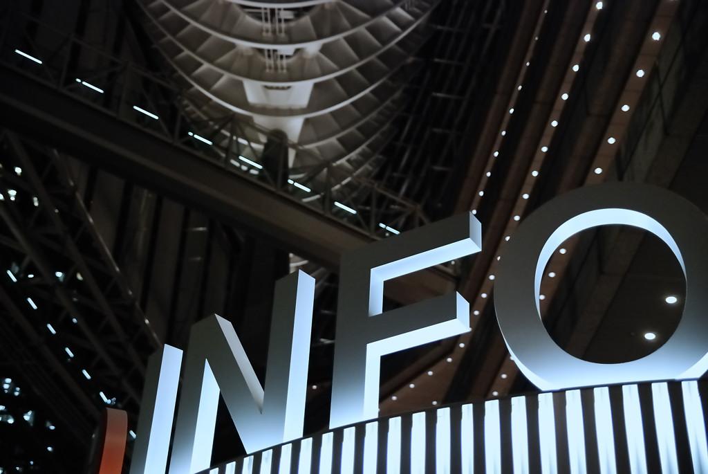 NIKON D80   f/2.8 1/100sec ISO-1600 42mm